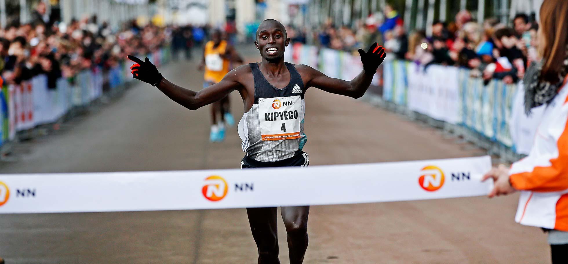 Edwin Kipyego winning Hague Half marathon