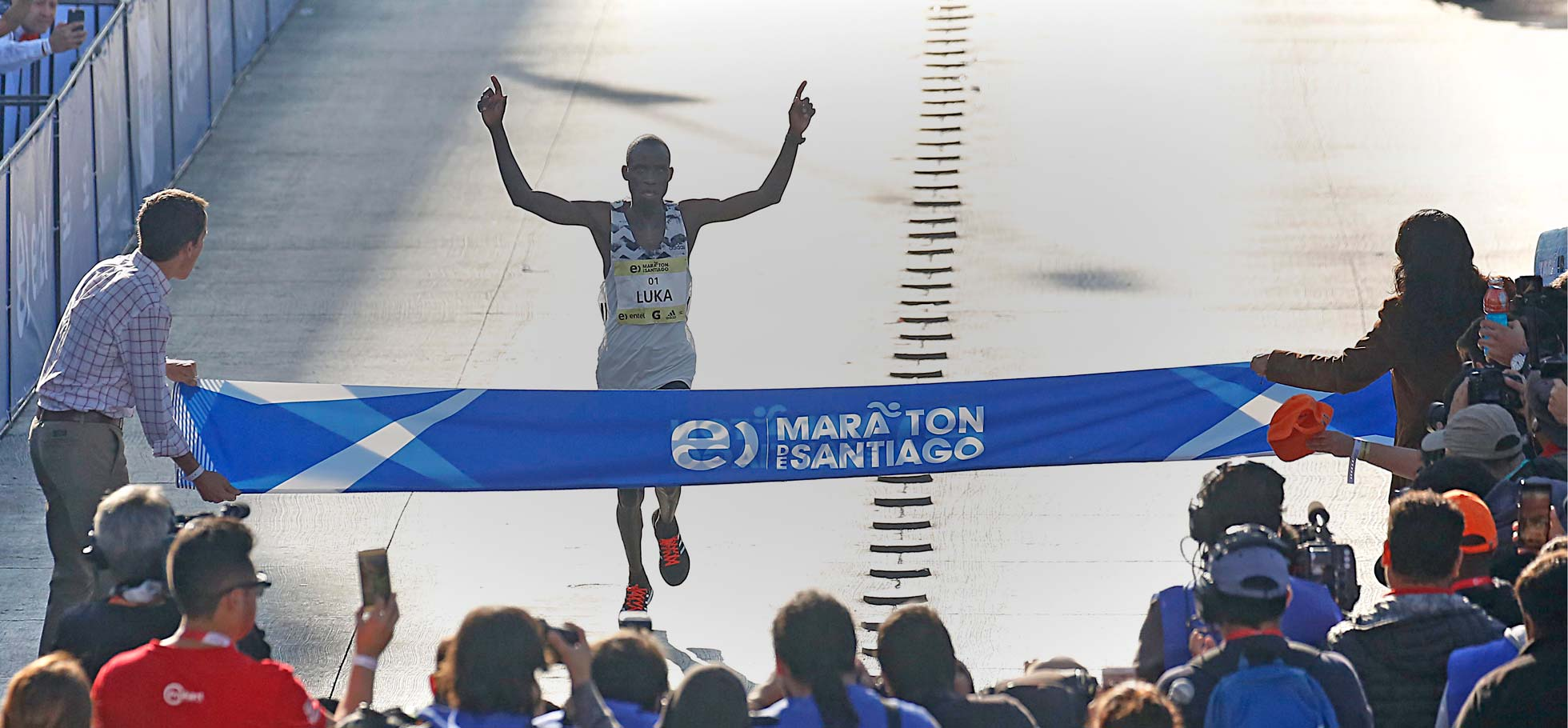 Luka Rotich wins the 2018 Santiago Marathon